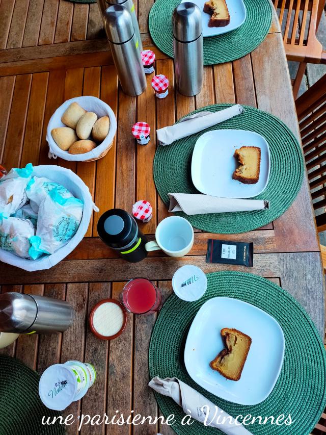 table du petit dejeuner